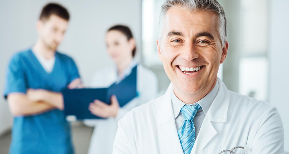 врач мужчина